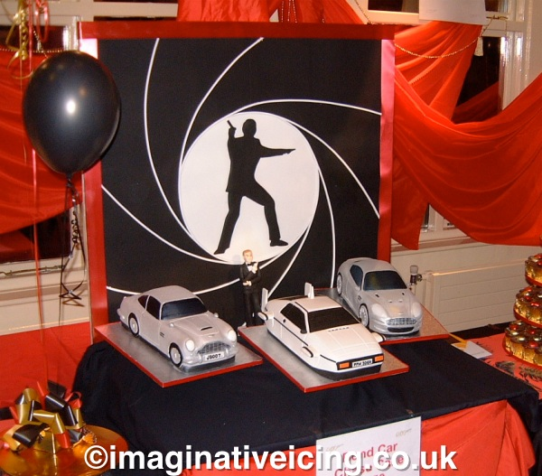 007 James Bond 3D classic car chase cakes with icing back board